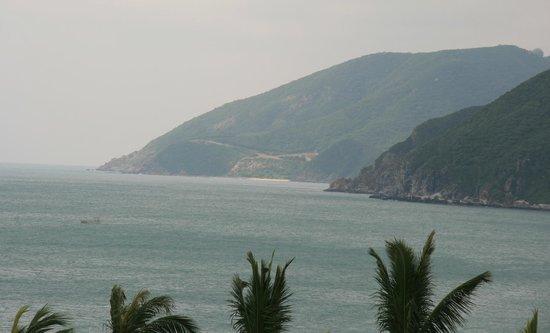 South China Hotel: Вид из номера на море
