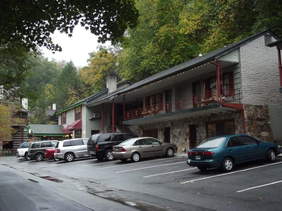 Baskins Creek Nestle Inn : Rooms located near the office