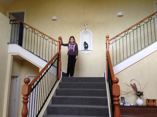 Clearview Lodge: our daughter on the steps at the enterance