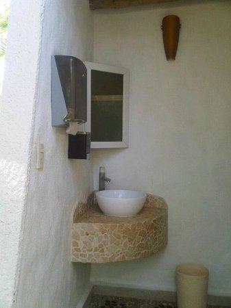 Hotel Piedras del Sol Acapulco Diamante: Sala sanitaria en área de piscina
