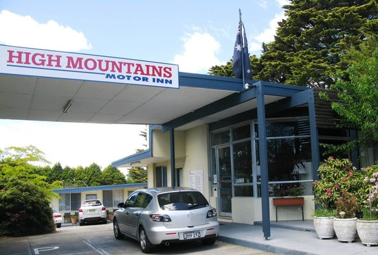 High Mountains Motor Inn: The entrance