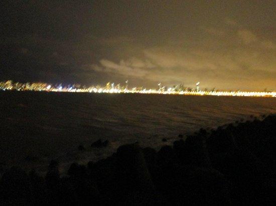 มารีนไดรฟ์: Night View of Marine Drive