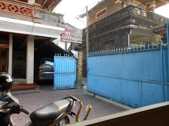 Hotel Lima Satu, 51 Cottages: entrance gate