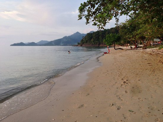 Gajapuri Resort & Spa: Walk in the late afternoon along the extended Beach.....two more resorts don the coast-line & th