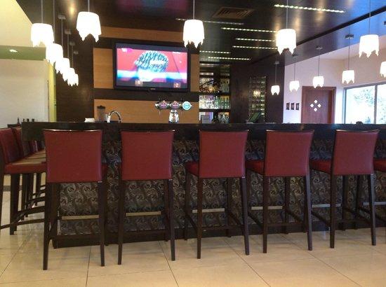 Kfar Maccabiah Hotel & Suites: Бар