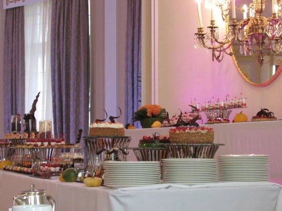 The Ritz-Carlton, Montreal: A.M