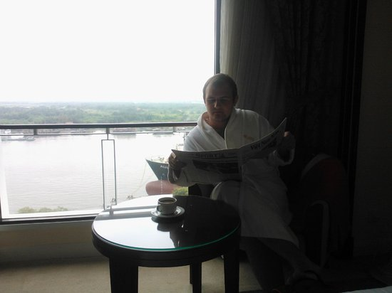 Lotte Legend Hotel Saigon: вид из номера на реку