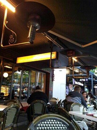 Copperwood Restaurant: Alfresco.