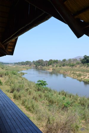 River House Lodge: The hotel is situated right at Crocodile River by Kruger park