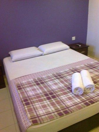 Adina Motel: the bed