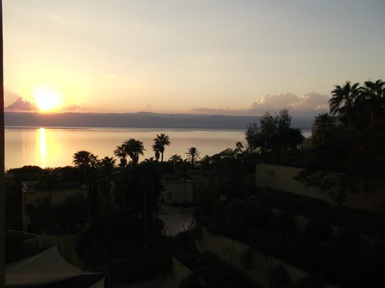 Dead Sea Spa Hotel: Боковой вид на море