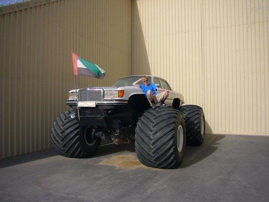 Emirates National Auto Museum: Мерседес-монстр