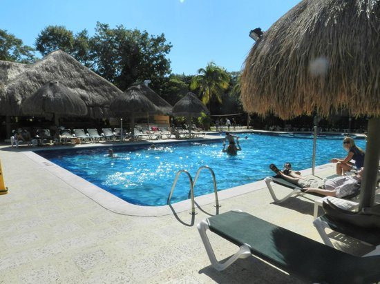 Hotel Riu Lupita: бассейн