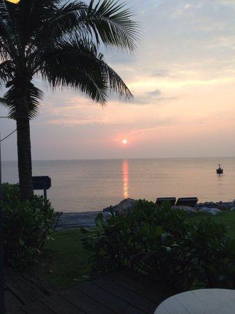 Devasom Hua Hin Resort : Sunrise 630am