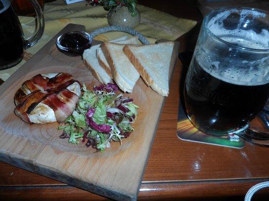 Plzensky restaurant Andel: Po domácku naložený hermelín