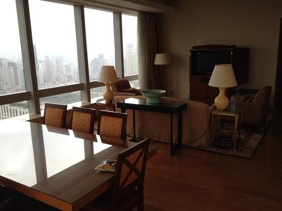 JW Marriott Hotel Shanghai at Tomorrow Square: living space in a 3 bed apartment