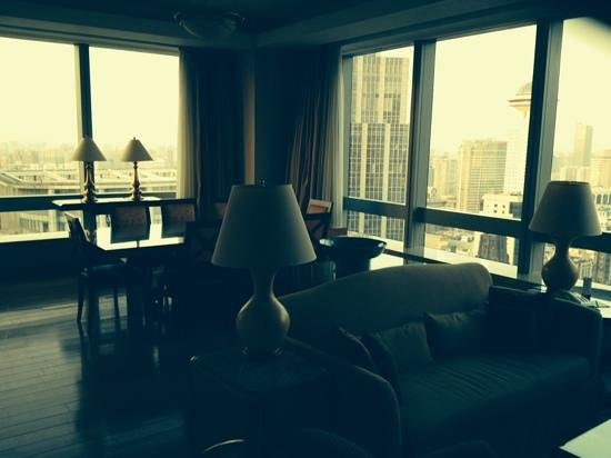 JW Marriott Hotel Shanghai at Tomorrow Square: Really impressive space and view