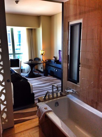 sofitel abu dhabi corniche chambre avec salle de bain ouverte - Chambre Salle De Bain Ouverte