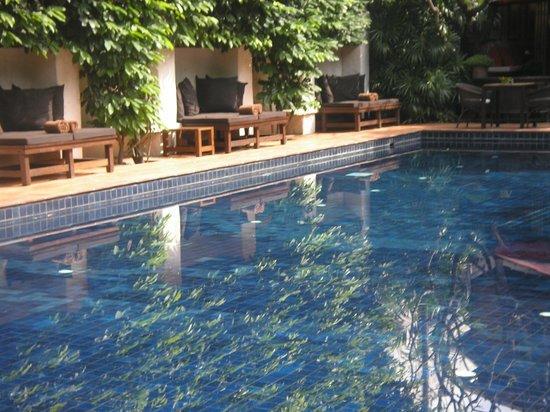 Tamarind Village: Peaceful pool