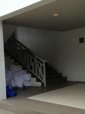 Century Langkasuka Resort : dirty bedsheet thrown on floor at corridor/walkway for guest towards room, ugly sight