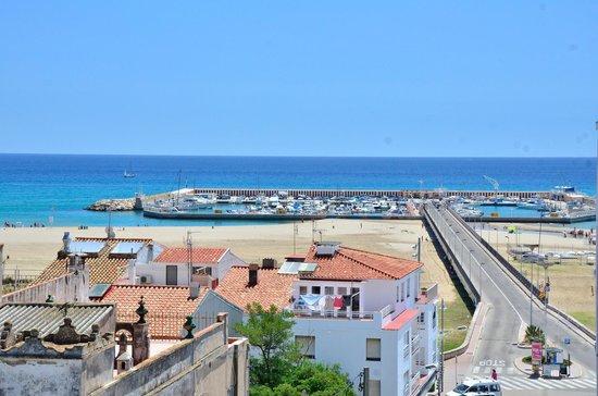 Hotel Balneario TermaEuropa Playa Coma-Ruga: вид из номера на яхт клуб