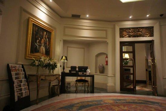 NH Collection Paseo del Prado: Холл отеля