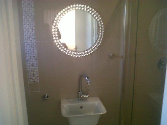 Umhlanga Guest house : Garden Room Bath