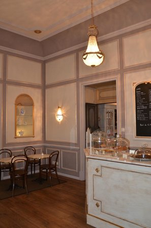 Cafe Scholl: Welcome to the carefully restored historical rooms of Café Scholl