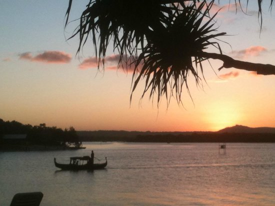 Culgoa Point Beach Resort: View from our unit - up Noosa River at sunset