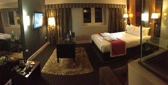 DoubleTree by Hilton Bristol South - Cadbury House: Bed area overview