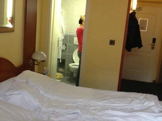 EA Hotel Royal Esprit : Одной ногой в туалете