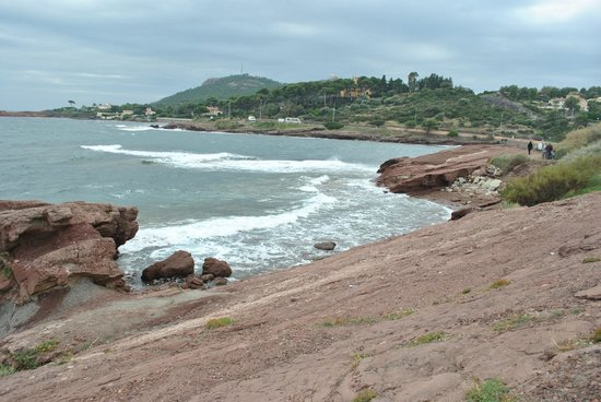 Pierre & Vacances Village Club Cap Esterel: This is the beach that is across the road from the bottom of the apartements