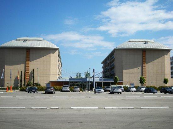 Aqua Hotel Onabrava & Spa : achterkant van hotel vanaf eigen parkeer plaats