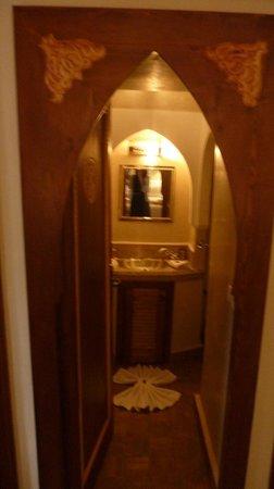 Riad Quara : Vue de la chambre sur la salle de bain