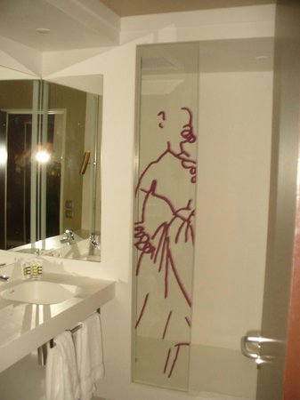 Mercure Troyes Centre: Bath / shower room