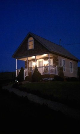 Country View Cabins : The cottage at dusk