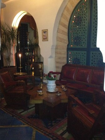 Riad Moucharabieh: Side area by dining room