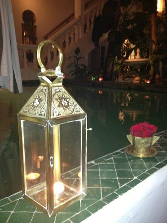 Riad Moucharabieh: pool at night time