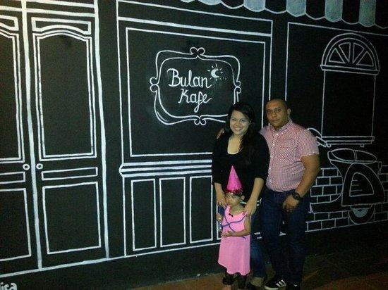 Bulan Kafe & Bistro : Bulan Kafe new grafitti concept!