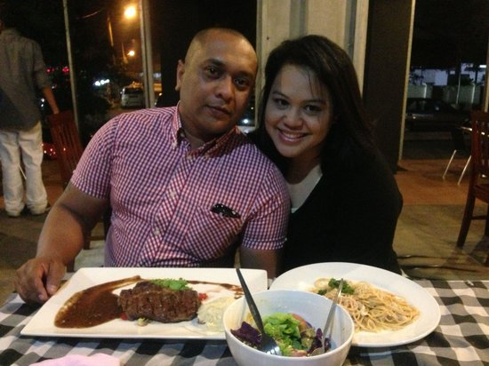 Bulan Kafe & Bistro : Quite a romantic setting for couples!
