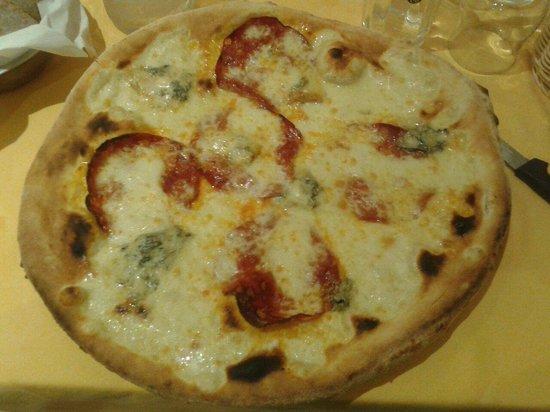 Al Mulino : Pizza bianca gorgonzola e salame piccante