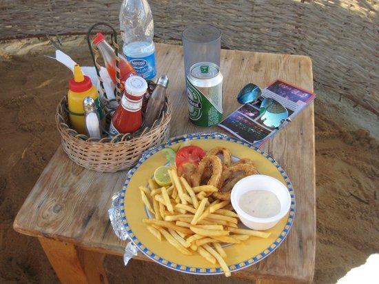 Sheraton Miramar Resort El Gouna: еда, заказанная в баре на пляже