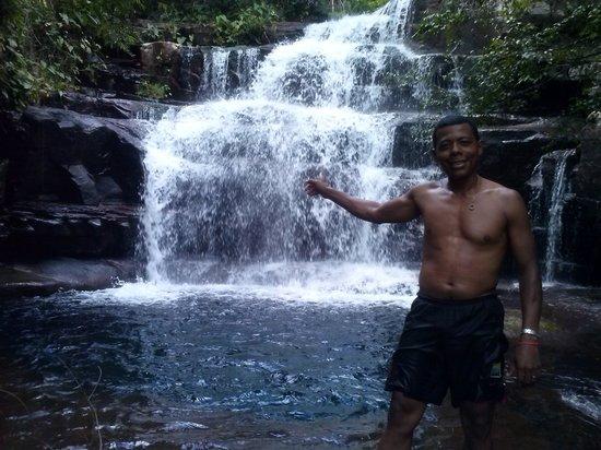 Cuiaba, MT : cachoeira em vila bela da santissima trindade..