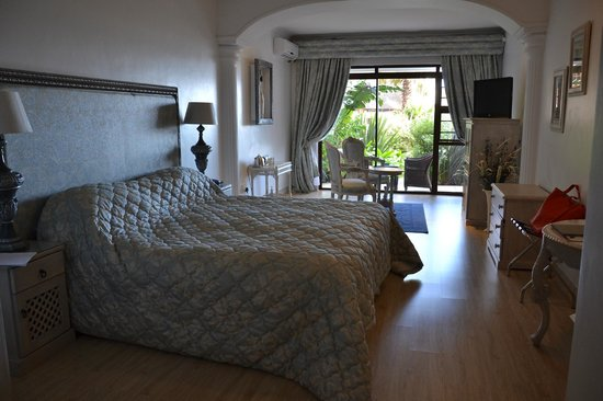 Misty Waves Boutique Hotel Hermanus : One of the beds in our room