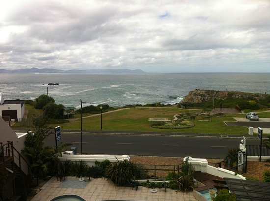 Misty Waves Boutique Hotel Hermanus : View from dining hall