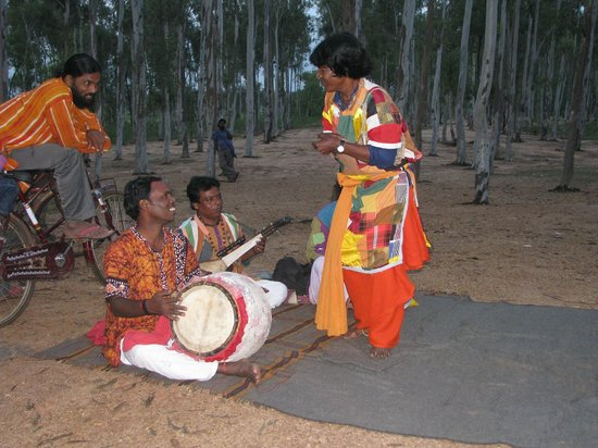 Bolpur, Indien: Baul performance in Khoai
