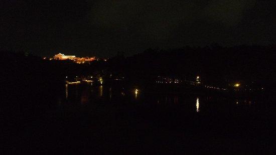 Ryutan Site: 龍潭池越しの首里城1