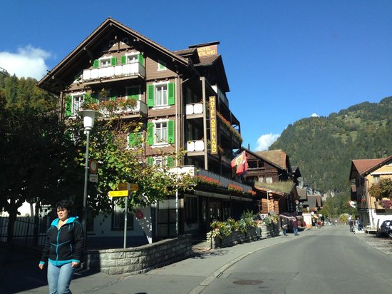 Hotel Oberland: The street and the hotel