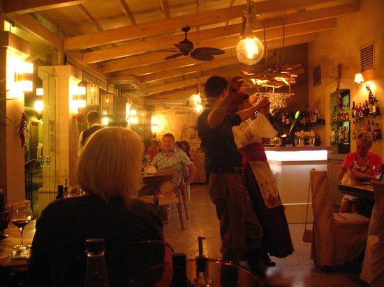 Corina Restaurant: Cretian dancers
