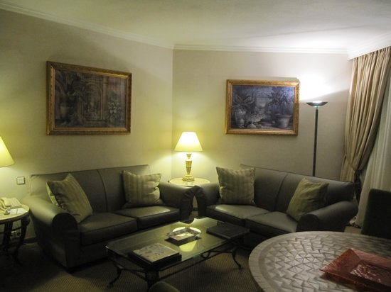 Divani Caravel Hotel : spacious room